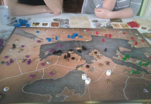 Après les succès grecs, l'Egypte se dit qu'elle va aller chatouiller le Carthaginois également.